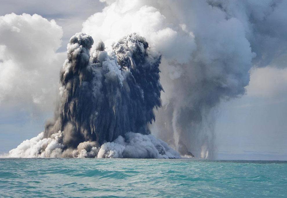 Bagaimana Acara Vulkanik Sanggup Mengakibatkan Tsunami?